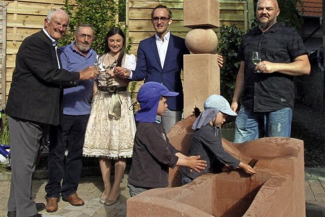 Freude über neuen Brunnen