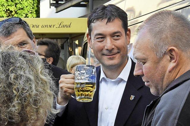 Viele Umarmungen auf dem Weg zum Bier