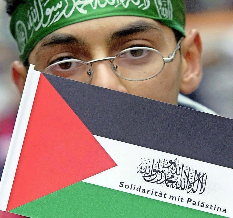 Ein Pro-Palästina-Demonstrant in Berlin  | Foto: dpa