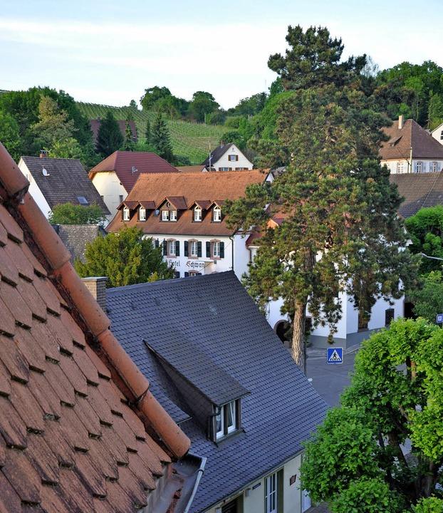 Blick vom Rathausturm aus auf einen Te...d Bellingen, der Sanierungsgebiet ist.  | Foto: Jutta Schütz