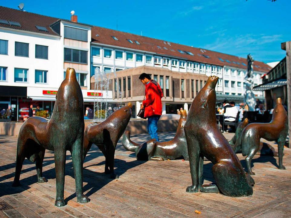 ...oder das Wolfsrudel aus Wolfsburg &...a spielt, steht kommenden Montag fest.  | Foto: dpa