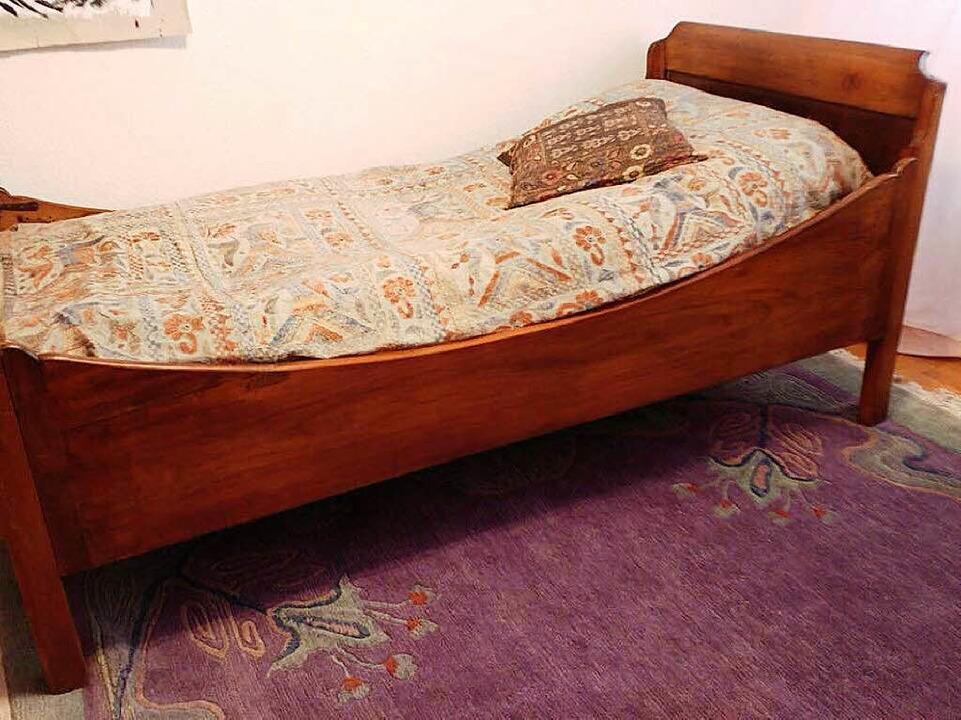 Bett aus der Biedermeierzeit  | Foto: schnapp.de