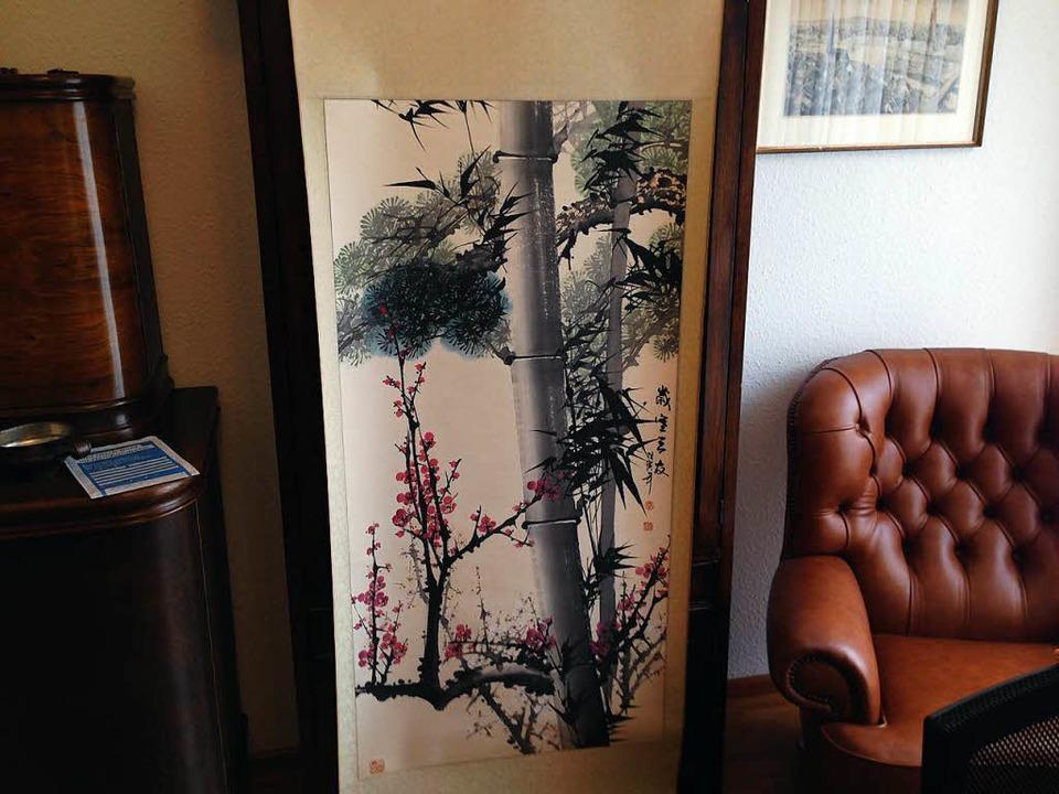 Das chinesische Wandbild haben die Sprungs in China geschenkt bekommen.  | Foto: schnapp.de