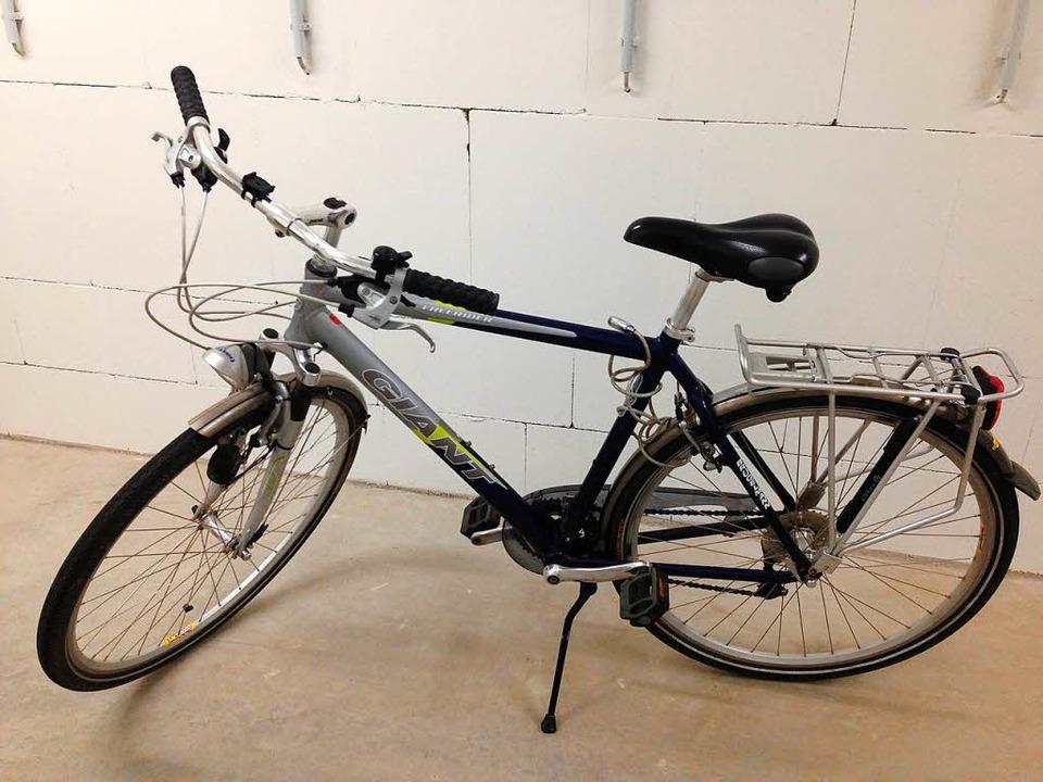 Das Fahrrad kommt auch weg, denn Lothar Sprung ist auf E-Bike umgestiegen.  | Foto: schnapp.de