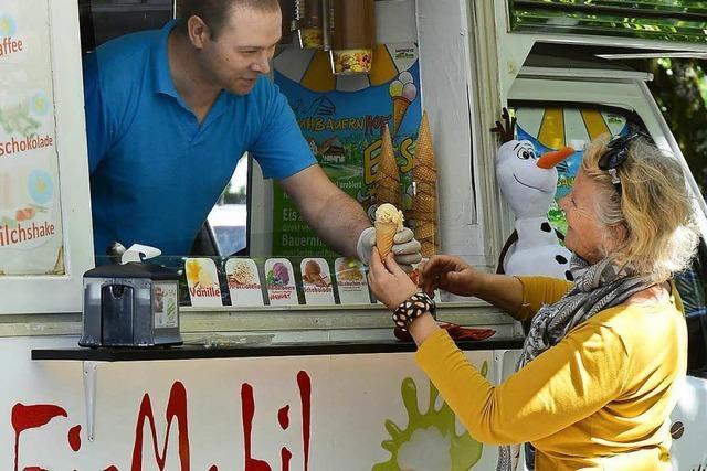 Stadt erlaubt Eismann vorerst den Verkauf an der Dreisam