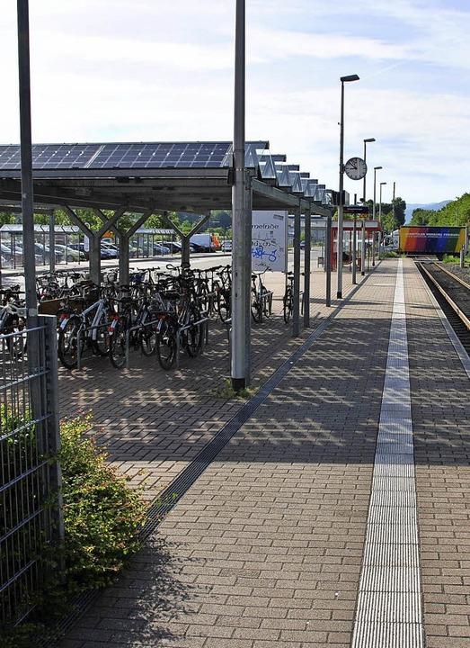 Am heutigen Hugstetter Bahnsteig  ist ...allen, was der Ortschaftsrat ablehnt.   | Foto: Manfred Frietsch