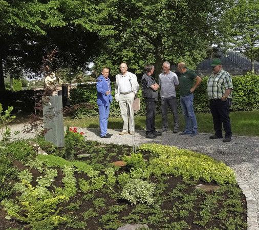 Lahr: Ein Gärtnergepflegtes Grabfeld In Hugsweier