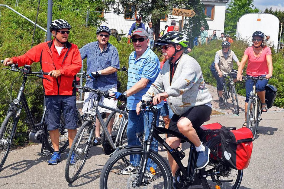 Viele Radfahrer machten Station in Holzschlag. (Foto: Wolfgang Scheu)