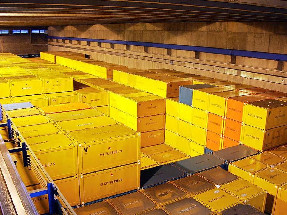 Die Behälter mit Atommüll im Karlsruher Lager im Hardtwald   | Foto: Jehle