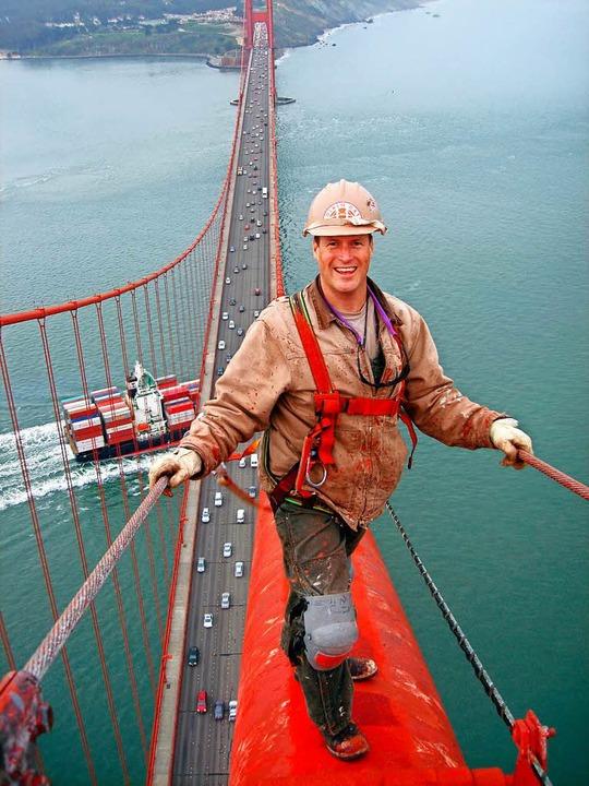Anstreicher sind auf der Golden Gate B...h mit 80 Jahren noch frisch aussehen.   | Foto: dpa