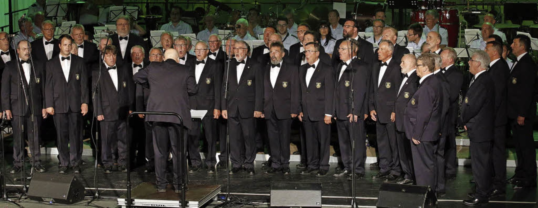 Der Lahrer Polizeichor macht den Auftakt beim Konzert in der Stadthalle.   | Foto: Heidi Fössel