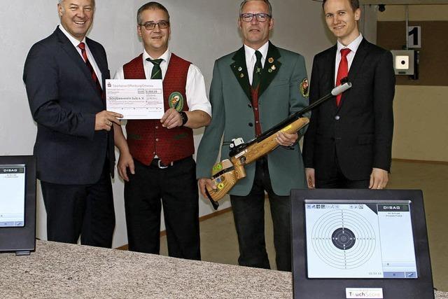 Sparkasse spendiert den Schützen 5000 Euro