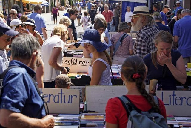 Büchermarkt füllt Endinger Innenstadt