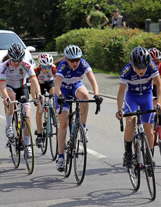 20 Runden müssen die Schülerinnen und ... dabei legen sie  18 Kilometer zurück.  | Foto: Enya Steinbrecher