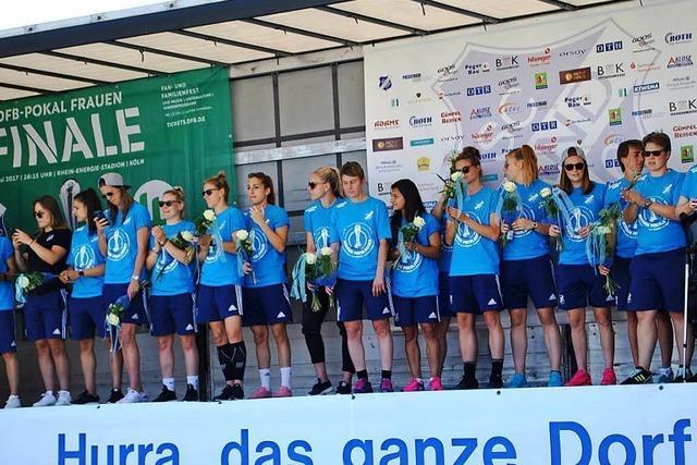DFB-Pokal-Heldinnen vom SC Sand werden gefeiert