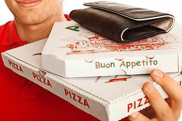 Männer überfallen in Freiburg einen Pizzaboten