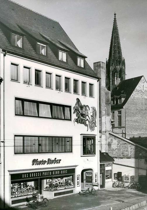 Von den 50er Jahren bis in die 70er Ja...en-Mosaik an der Photo-Stober-Fassade.  | Foto: Stadtarchiv