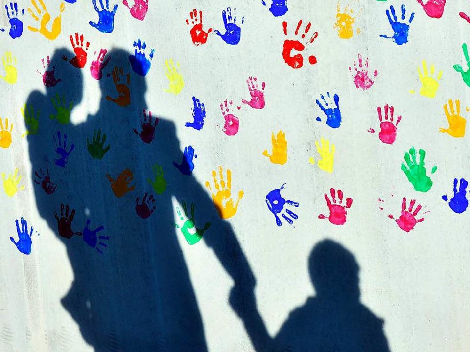 Immer eine Hand zu wenig: Alleinerziehende müssen viel leisten.  | Foto: dpa