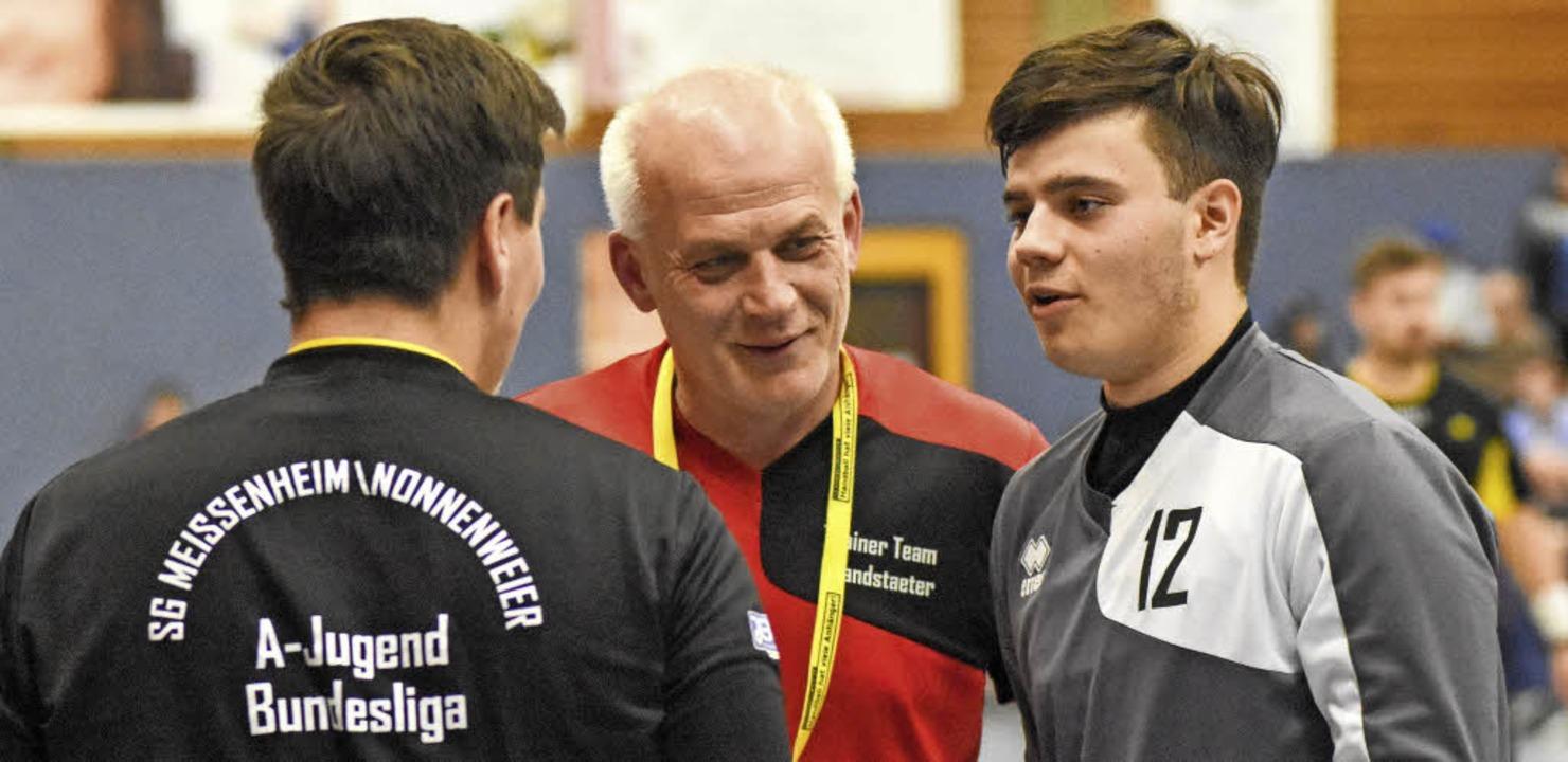 Trainer  Jürgen Brandstaeter (Mitte) i... Wilhelm (links) und  Adrian Ohnemus.   | Foto:   Sebastian Köhli