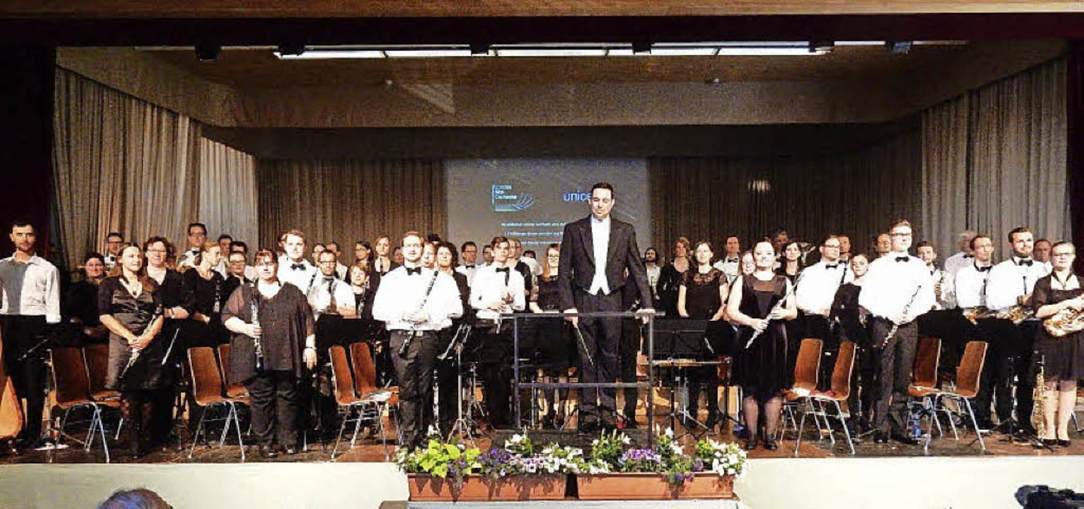 Ein Orchester mit  Weltniveau: Das Landesblasorchester mit Dirigent Björn Bus.    Foto: Kurt Meier