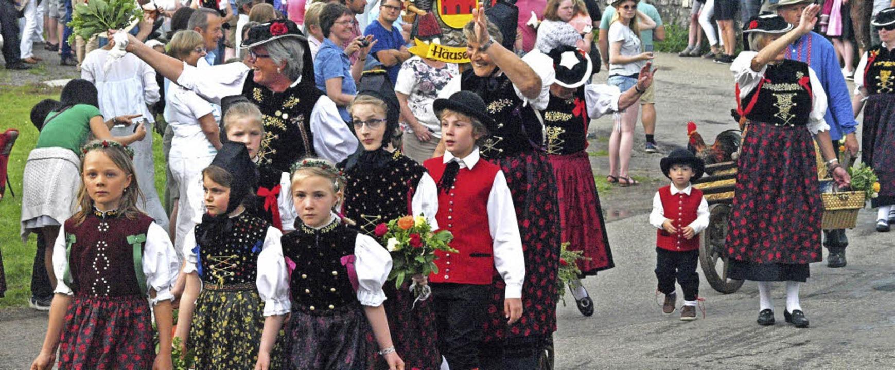 33 Gruppen beteiligten sich am Festumzug in Urberg    Foto: Karin Stöckl-Steinebrunner