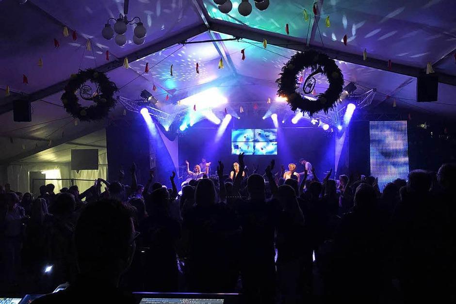 Das Konzert der Gruppe Shark am Freitag auf dem Fest des Musikvereins Urberg war ein voller Erfolg. (Foto: Verein)