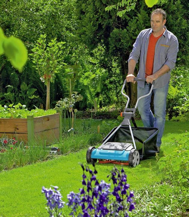 Für den kleinen Rasen reicht auch ein Handmäher.    Foto: gardena