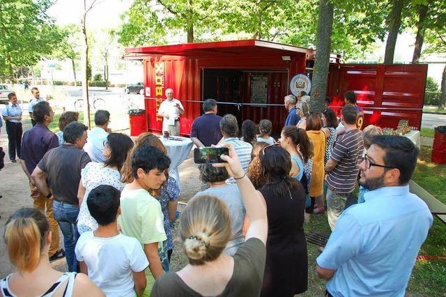 Friedlingen: Knallrote IBA-Kiste, die Wünsche erfüllt
