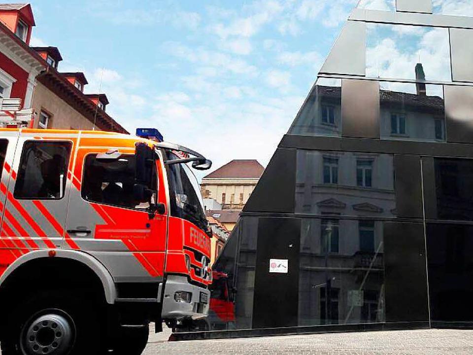 Brandalarm an der UB – die Feuerwehr rückt an.  | Foto: Sebastian Wolfrum