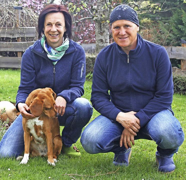 Ein Herz für Hunde haben Martina Borgh...zusammen mit dem wohlerzogenen  Cipö.   | Foto: BRICHTA