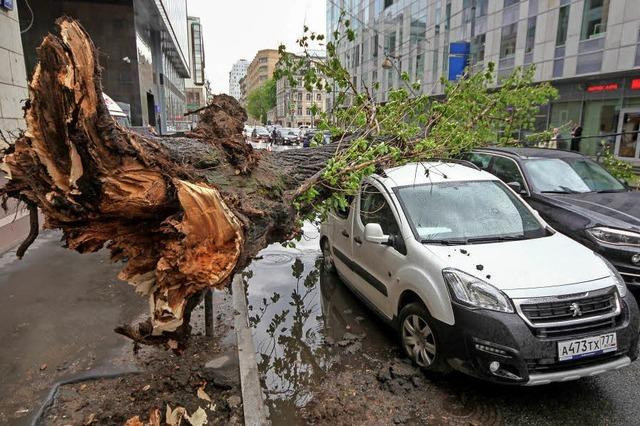16 Tote bei Unwetter in Moskau