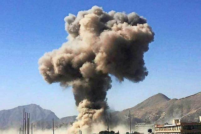 Zahl der Toten nach Anschlag in Kabul steigt auf 80 – Bedienstete der deutschen Botschaft verletzt