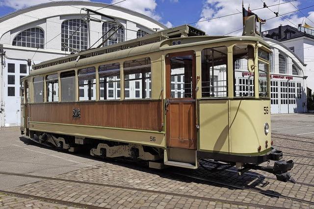 Straßenbahnoldtimer fahren zwischen Musikhochschule und Paduaallee