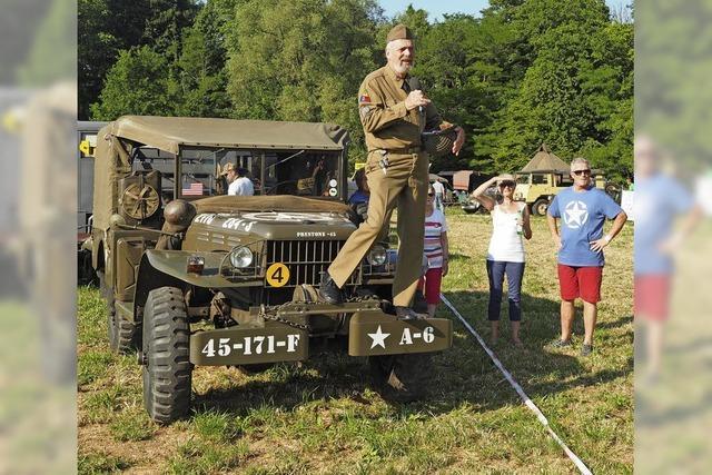 Armeefahrzeuge aller Art und Altersklassen in Sisseln