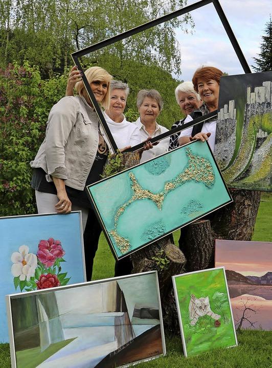 Heidi Bank, Hildegard Bürgelin, Elfrie...  ehemaligen Kanderner Sparkasse ein.     Foto: privat