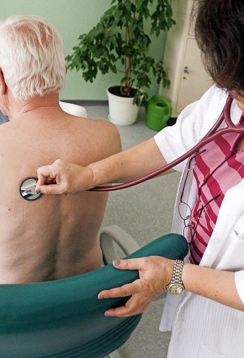 Zum Thema Ärztemangel auf dem Land hat...sarzt in Maulburg,  Gedanken gemacht.   | Foto: Ulmer/dpa