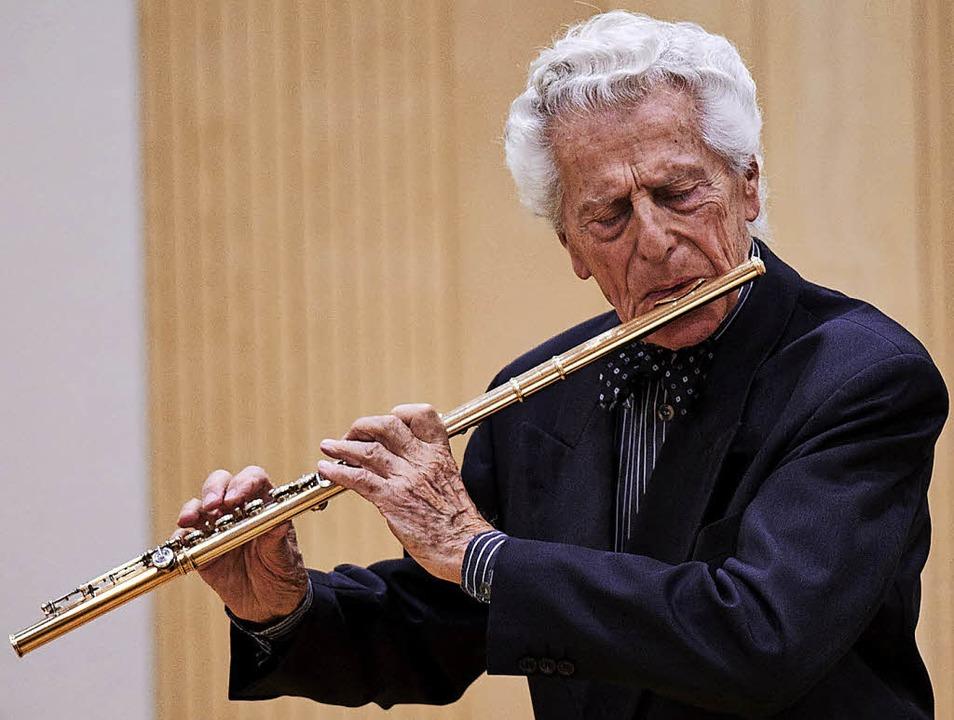 Virtuose auf der Querflöte: Peter Lukas Graf  | Foto: Ralf Kilian