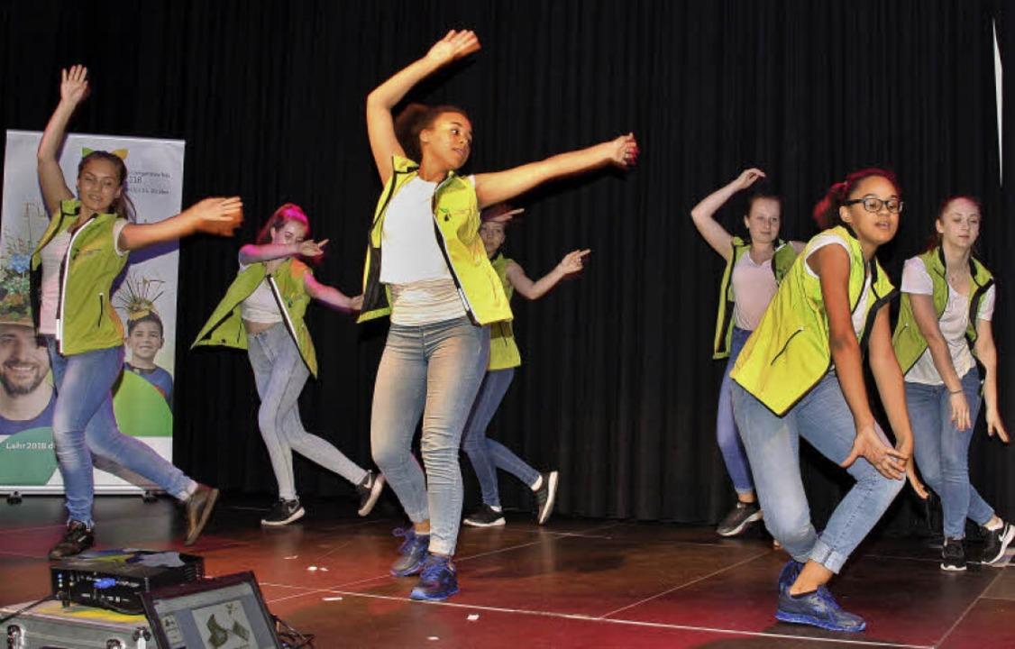 Die Showtanzgruppe Arabesque des TV La...00 anderen Tänzerinnen aufführen wird.    Foto: Babette Staiger