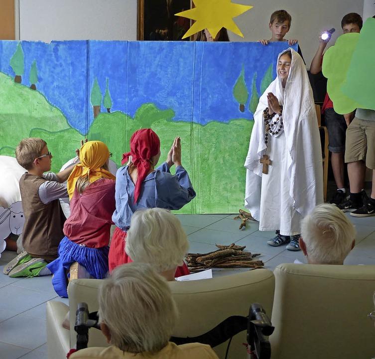 Kleines Theaterstück vor Senioren   | Foto: Schule