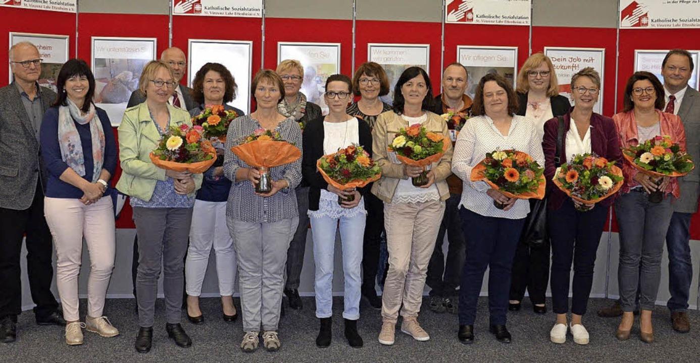 Blumen  gab es zum Dank für langjährige Mitarbeiterinnen und Mitarbeiter.   | Foto: privat
