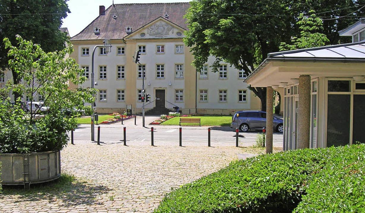 Bei der Platzgestaltung will die Stadt...cht (im Hintergrund) mit einbeziehen.   | Foto: Sylvia-Karina Jahn