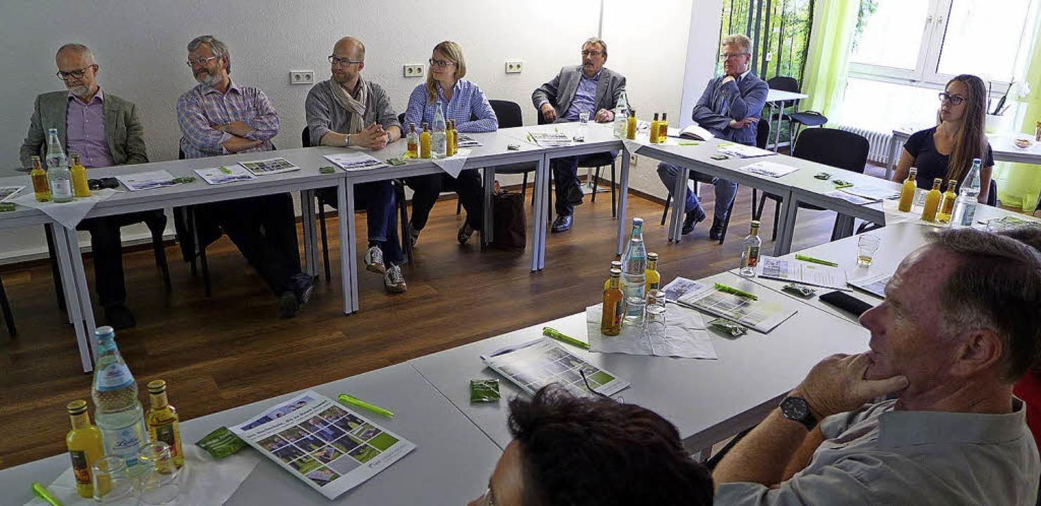 <BZ-FotoAnlauf>SRH Fernhochschule:</BZ...lgen die Ausführungen des Referenten.     Foto: SRH Fernhochschule