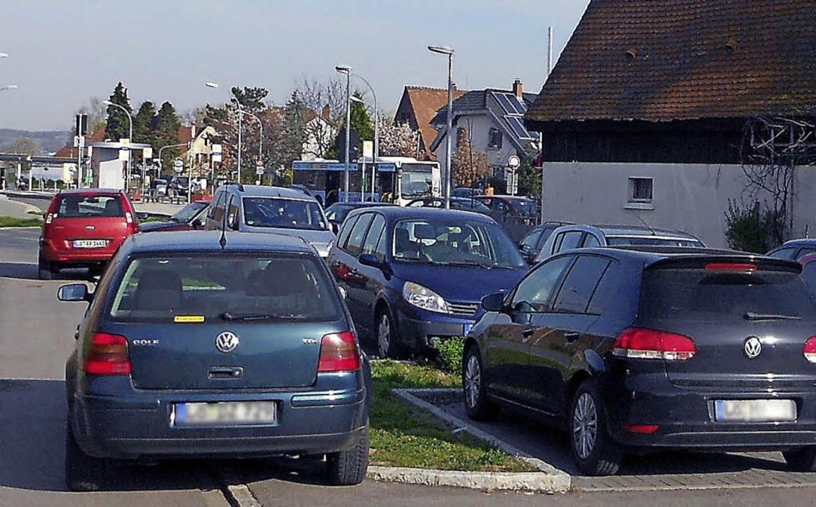 Übervoll zeigt sich der Parkplatz beim...rgen. Das Bild stammt von  Ende März.   | Foto: Victoria Langelott