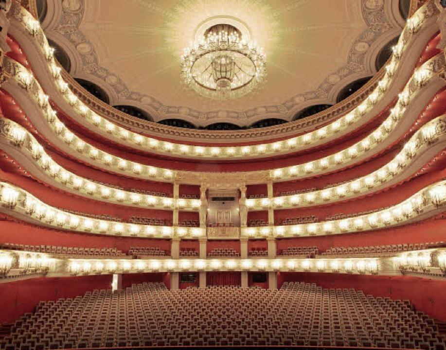 Ganz groß: das Nationaltheater    Foto: Kick/Nfp/dpa
