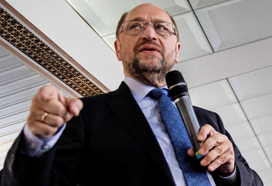 Martin Schulz auf dem Spargel-Dampfer     Foto: DPA