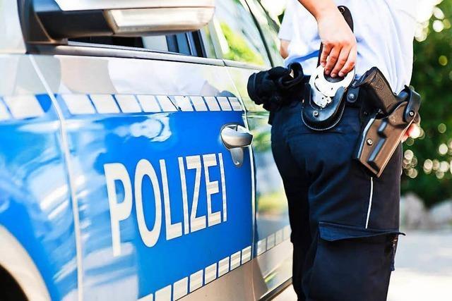 52-Jähriger sticht durch Autofenster auf Beifahrer ein – Polizei vermutet Beziehungstat