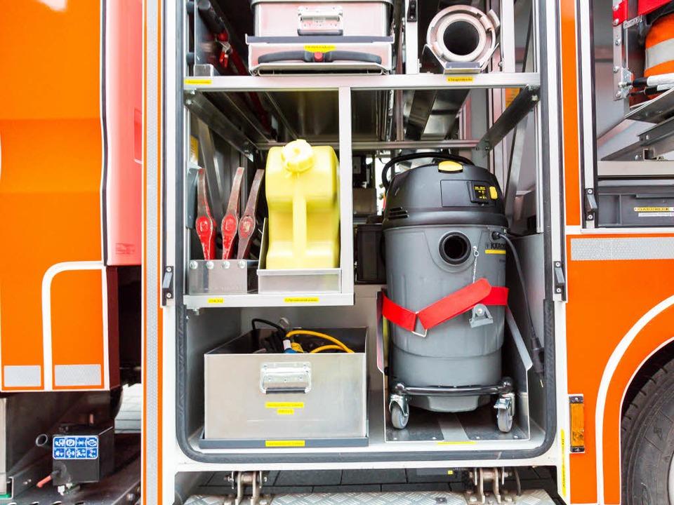 Die Feuerwehr rückte mit 35 Einsatzkrä...hrzeugen zum Konzerthaus Freiburg aus.    Foto: Oliver Huber