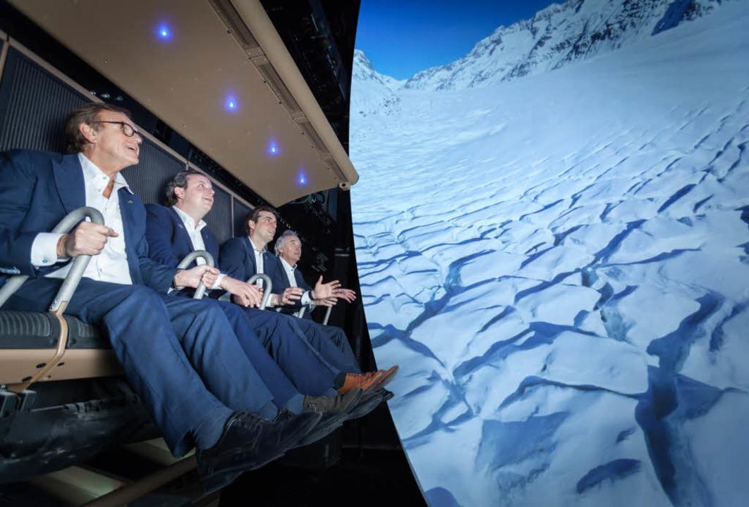 Start des neuen Voletariums im Europa-...11; die Familie Mack im Flugsimulator.  | Foto: Europa-Park