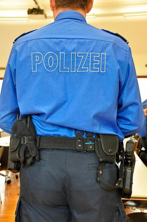 Schweizer Polizisten nahmen einem deutschen Raser das Auto weg (Symbolbild).  | Foto: Daniel Gramespacher