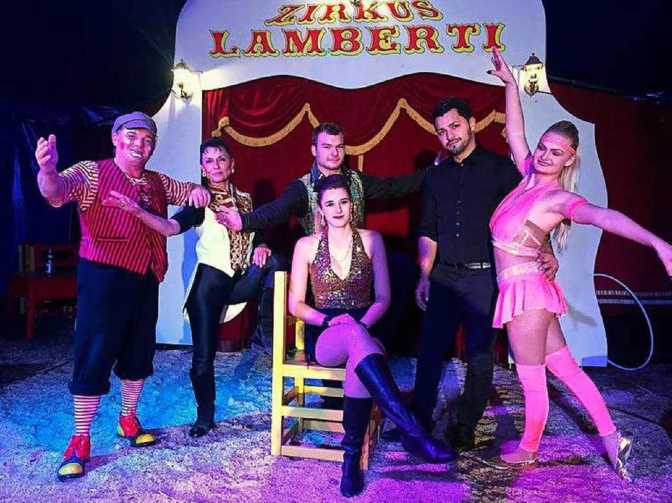 Die Artisten vom Zirkus Lamberti werde... und im Oberfeldstadion zu sehen sein.    Foto: privat